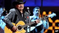 El cantautor mexicano ganó cinco Grammy y siete Latin Grammy en su carrera.