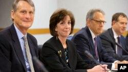 Delegasi AS yang dipimpin Roberta Jacobson (kedua dari kiri) dalam pembicaraan dengan delegasi Kuba di Washington (21/5).