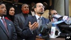 Para pejabat Council On American-Islamic Relations (CAIR) atau Dewan Hubungan warga Amerika-Islam memberikan keterangan pers di New York (foto: dok).