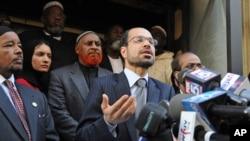 Nihad Awad, Dewan Hubungan Islam-Amerika (CAIR), berbicara dalam sebuah konferensi pers. (Foto: Dok)