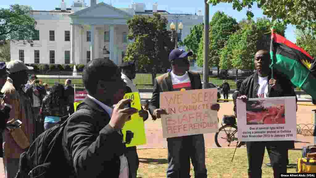 Yan Biafra na Zanga Zanga a Wajen Fadar White House Da Zuwan Buhari