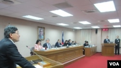 台湾立法院外交及国防委员会3月26号质询的情形。(美国之音张永泰拍摄)