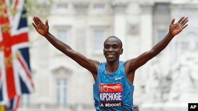 a5825ace5176 FILE - Eliud Kipchoge of Kenya wins the men s race in the 35th London  Marathon