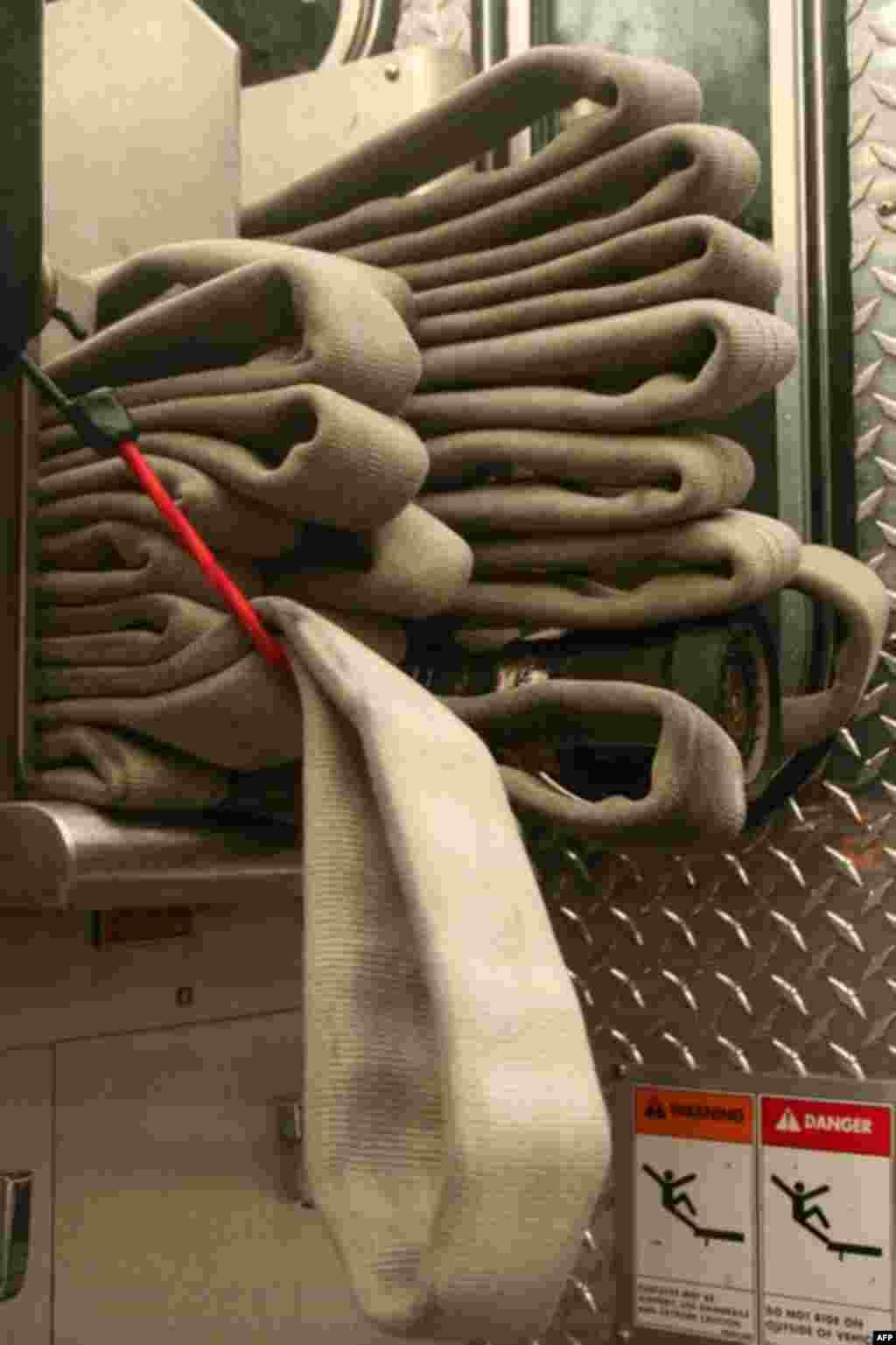 Натюрморт с пожарными рукавами
