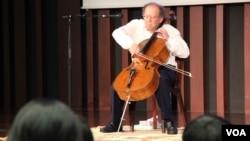 លោកវេជ្ជបណ្ឌិត Beat Richner មានវ័យ៦៩ឆ្នាំជាជនជាតិស្វីស ហើយគឺជាគ្រូពេទ្យកុមារនិងជាអ្នកលេង Cello ម្នាក់ផងដែរ។ បច្ចុប្បន្នលោកជាប្រធានមូលនិធិគន្ធបុប្ផា ដែលបានបង្កើតឡើងក្នុងទីក្រុងហ្ស៊ូរិក (Zurich) ក្នុងឆ្នាំ១៩៩១។