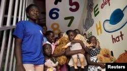 Niños huérfanos por causa del Sida, otra comunidad vulnerable en Africa por efectos de la epidemia.