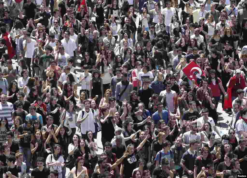 ترکی میں مظاہروں کا آغاز استنبول کے تقسیم چوک سے ہوا ۔