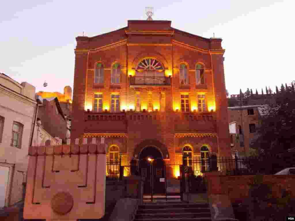 Синагога в старом Тбилиси