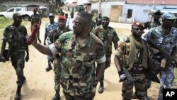 Ibrahim Coulibaly (C), head of the 'Invisible Commandos', walks with his troops through the Abobo neighbourhood of Ivory Coast's main city Abidjan, April 19, 2011