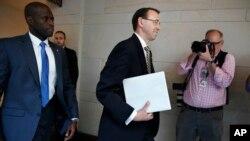 로드 로젠스타인 미 법무부 부장관이 18일 로버트 뮬러 특별검사 임명에 관한 비공개 보고회에 참석하기 위해 의회 건물에 도착했다.