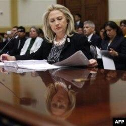 AQSh, deydi Xillari Klinton, SPIDga qarshi kurashda lider bo'lib qolishi kerak