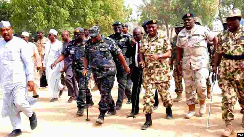 Shugaba Goodluck Jonathan ya ziyarci garin Baga dake jihar Borno, don yabawa dakarun Najeriya da suka kwato yankunan da a da suke hannun 'yan Boko Haram.
