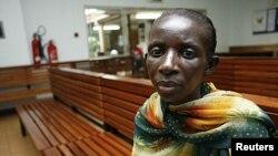 Phụ nữ Uganda nhiễm HIV/AIDs chờ nhận thuốc kháng virus từ Viện nghiên cứu bệnh truyền nhiễm (IDI) tại bệnh viện chuyên khoa Mulago gần thủ đô Kampala.