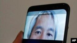 El Samsung Galaxy S8 se desbloquea usando una función de escaneo del iris del propietario.
