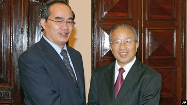 Vietnam's Deputy Prime Minister Nguyen Thien Nhan (L) poses with China's State Councilor Dai Bingguo - days after China dispatched a fishing enforcement ship to the disputed Paracel Islands in a move raising tension with rival claimant Vietnam - at the Go