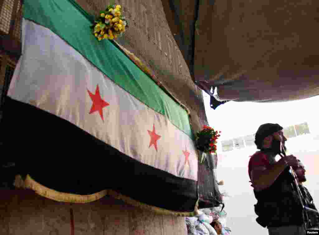 Free Syrian Army fighters hold weapons at their post in Aleppo's Bustan al-Qasr neighborhood, May 29, 2013.