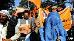 Sinh viên Afghanistan tuần hành phản đối cáo buộc gian lận bầu cử ở Herat, phía tây Afghanistan.