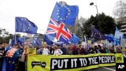 Protivnici Brexita na masovnom protestu u Londonu