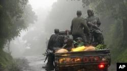 Phiến quân M23 rebels tại thị trấn biên giới Bunagana giữa Congo và Uganda, ngày 5/12/2012.