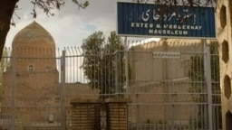 مقبره «استر و مردخای» در مرکز شهر همدان، ابتدای خیابان دکتر شریعتی قرار دارد. این مکان جزء مهمترین زیارتگاههای یهودیان ایران و جهان است.