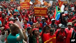 Abatavuga rumwe na Reta mu myiyerekano yo kwiyamiriza Prezida Jacob Zuma wa Afrika y'Epfo.