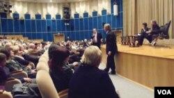 """布哈林和""""莫斯科公审""""讨论会 (美国之音白桦拍摄)"""