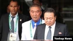 최룡해 북한 노동당 중앙위원회 부위원장(오른쪽)이 리우올림픽 개막식 참석차 지난 4일 브라질 리우데자네이루의 갈레앙 국제공항을 통해 입국하고 있다.