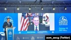 Gabrijel Eskobar, zamjenik pomoćnika američkog državnog sekretara za evropska i euroazijska pitanja i specijalni izaslanik predsednika SAD za Zapadni Balkan tokom učešća na 2BS forumu u Budvi ((Foto: Twitter/acm_ascg))