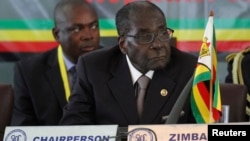 Zimbabwe's President Robert Mugabe listens to speakers at the 34th Southern African Development Conference (SADC) summit in Victoria Falls August 17, 2014.