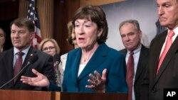 Senator Susan Collins (tengah) berbicara pada konferensi pers di gedung Capitol, Washington DC (foto: dok).