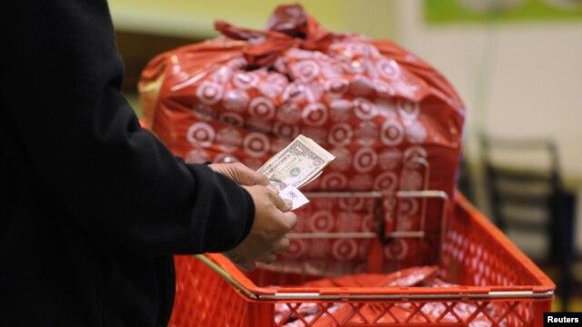 247 millones de compradores gastaron un promedio de $423 dólares durante los cuatro días del fin de semana.