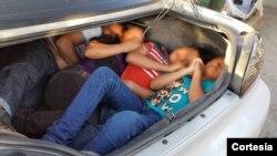 Los inmigrantes indocumentados viajaban en los baúles de los automóviles, sin ningún tipo de ventilación y expuestos a altas temperaturas.