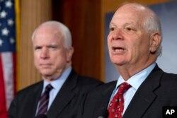 Senator Ben Kardin və Senator Con MakKeyn