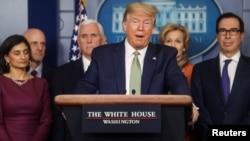 Presiden AS Donald Trump berbicara di Gedung Putih, Washington DC, Selasa (17/3).