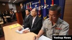 24일 한국 국방부 기자실에서 F-15SE 차기전투기 부결과 관련한 브리핑이 열리고 있다.
