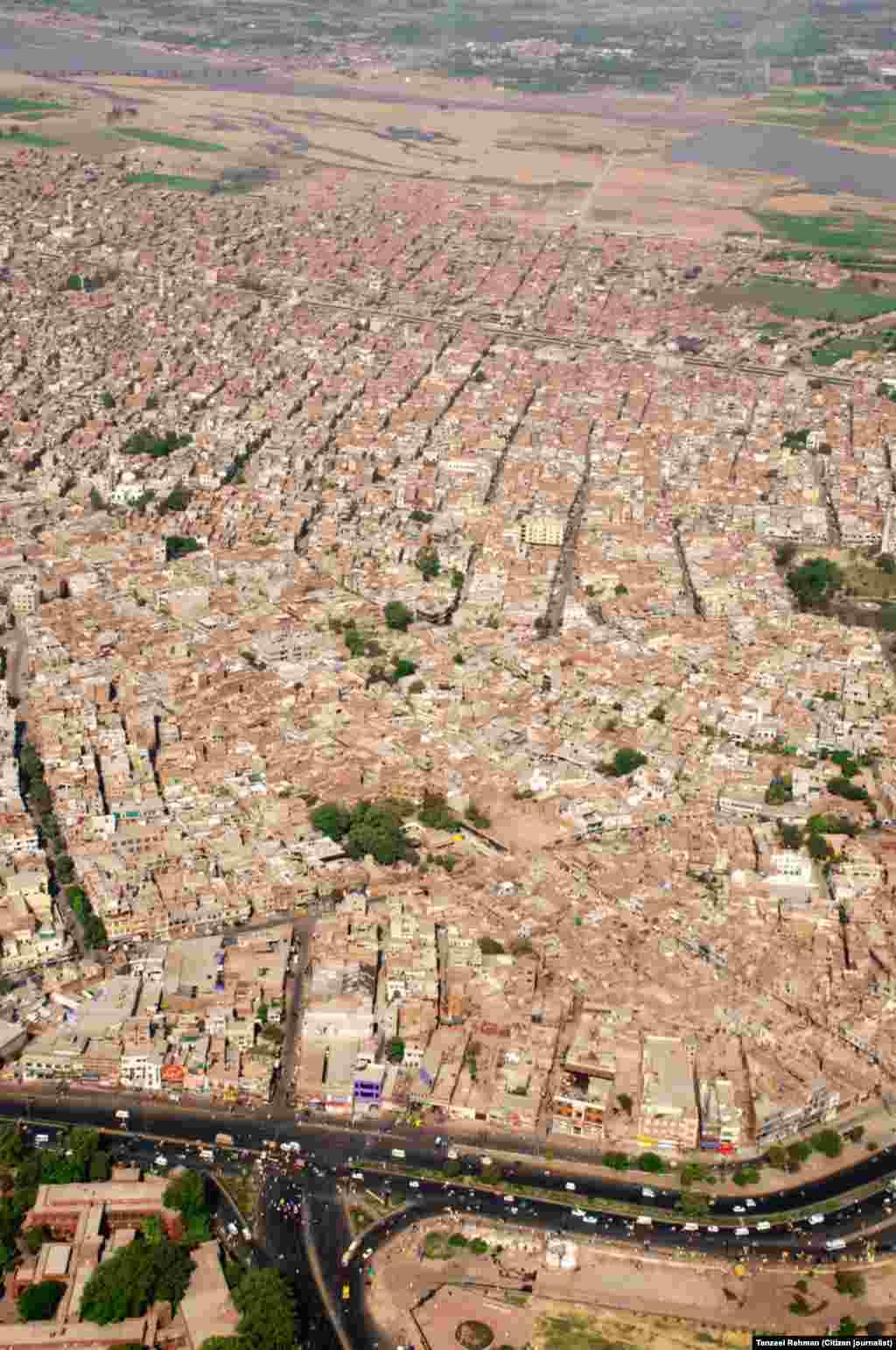 فضا سے لیا گیا لاہور شہر کا ایک منظر