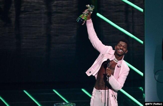 امریکی ریپر لِل ناس ایکس کو ان کے گانے 'کال می بائے یور نیم' پر 'ویڈیو آف دی ایئر' کے ایوارڈ سے نوازا گیا۔