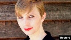Chelsea Manning critica decisión de Harvard de revertir su ofrrecimiento de una beca de vistia.