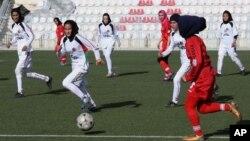 زنان ورزشکار از نبود امکانات و مربی ورزیده شاکی اند