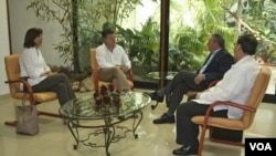 Juan Manuel Santos dialogó con Raúl Castro en La Habana en compañía de los cancilleres María Ángela Holguín (Colombia) y Bruno Rodríguez (Cuba).