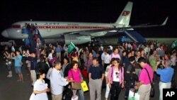 지난해 7월 북한 고려항공편으로 중국 상하이를 출발해 평양에 도착한 중국인 관광객들. (자료사진)