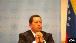 El presidente venezolano Hugo Chávez intentó acercarse al presidente Obama.