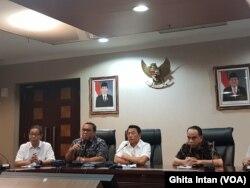 Kepala Staf Kepresidenan Moeldoko bersama perwakilan relawan Jokowi-Ma'ruf di Kantor KSP. (Foto: VOA/Ghita Intan)