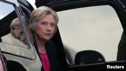 Bà Hillary Clinton đến sân bay sau một cuộc mít tinh vận động tranh cử tại Đại học South Florida ở Tampa, Florida, 6/9/2016.