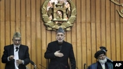 Afghan President Hamid Karzai (C) shows respect to members of the new parliament after giving an oath in Kabul, Jan 26, 2011