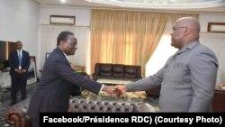 Premier ministre Ilunga Ilunkamba (G) na bokutani na président Félix Tshisekedi (D) na Cité ya Union africaine, Kinshasa, 19 août 2019. (Facebook/Présidence RDC)