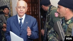 PM Tunisia Mohamed Ghannouchi saat akan mengumumkan pemerintahan koalisi di Tunis, Senin 17 Januari 2011.