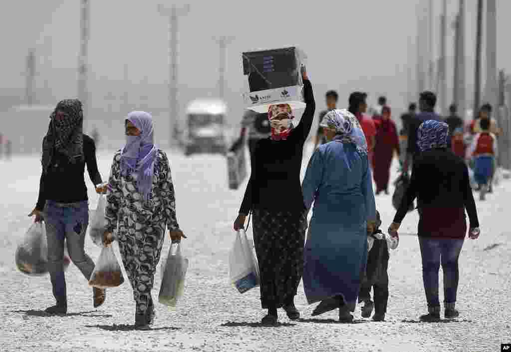 اقوام متحدہ نے کہا ہے کہ شام میں جاری تنازع کے باعث نقل مکانی کرنے والوں کی تعداد 40 لاکھ سے تجاوز کر گئی ہے۔