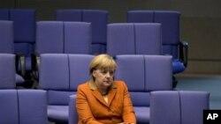 Nemačka kancelarka Angela Merkel u nemačkom parlamentu u Berlinu pred početak samita EU.