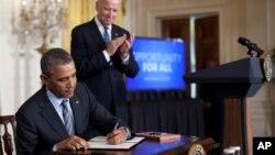 1月31日奧巴馬總統在白宮簽署聯邦政府不歧視長期失業美國人的政令